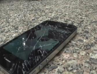 Galaxy S II kontra iPhone 4S – crash test (wideo)