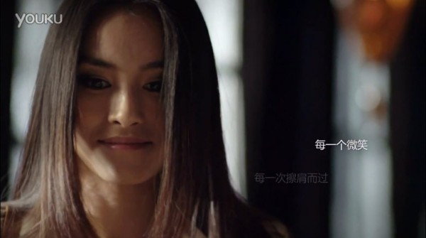 HTC Butterfly - Chińska reklama, twarz pięknej kobiety