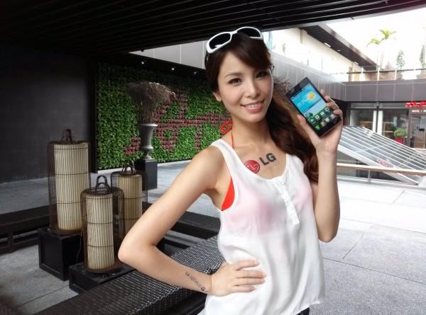 LG Optimus GJ - laska