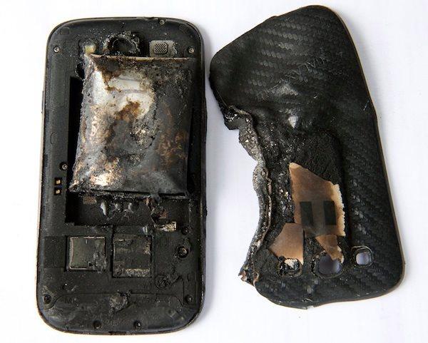 Samsung Galaxy S III - zniszczony