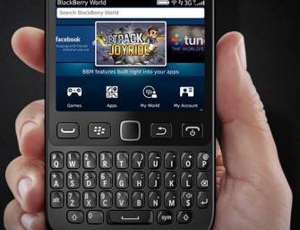 BlackBerry 9720: nowy smartfon i stary design