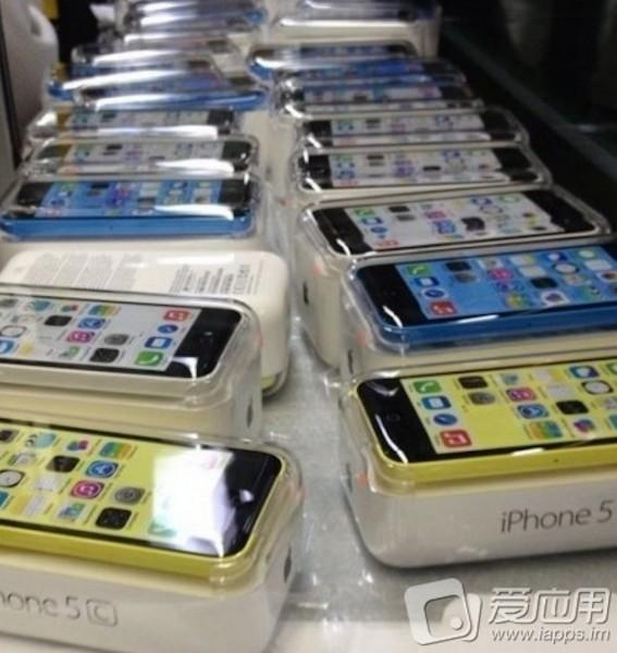 Apple iPhone 5C - pudełka w fabryce