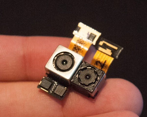 LG G2 - moduly kamer (jedna z OIS)