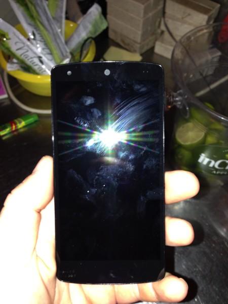LG Nexus 5 - front z fleszem