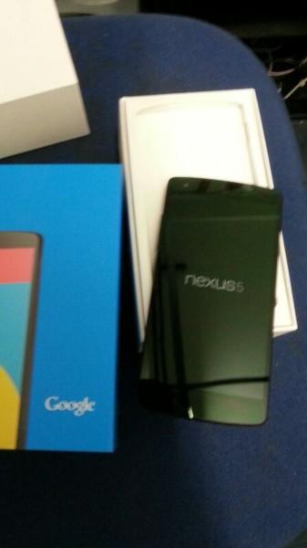 LG Nexus 5 - odpakowany z kartonika