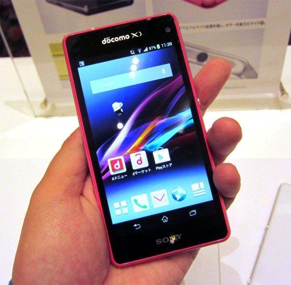 Sony Xperia Z1F w dłoni