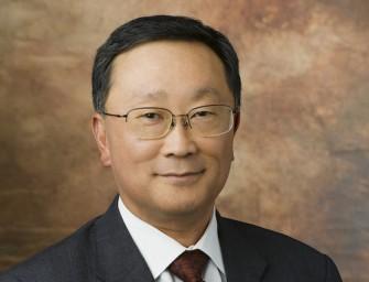 Fairfax Financial inwestuje w BlackBerry 1 miliard $ i usuwa Thorstena Heinsa z funkcji szefa