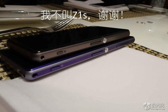 Sony Xperia Z1s obok Sony Xperia Z1 - z boku