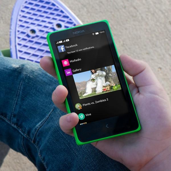Nokia X - w dłoni
