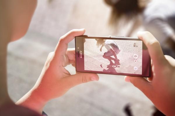Sony Xperia M2 - w dłoniach