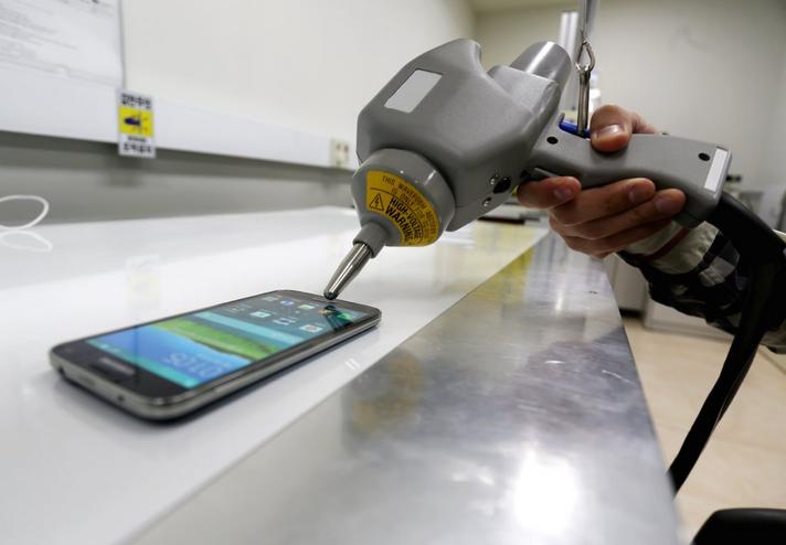 Samsung Galaxy S5, test - elektryczność statyczna