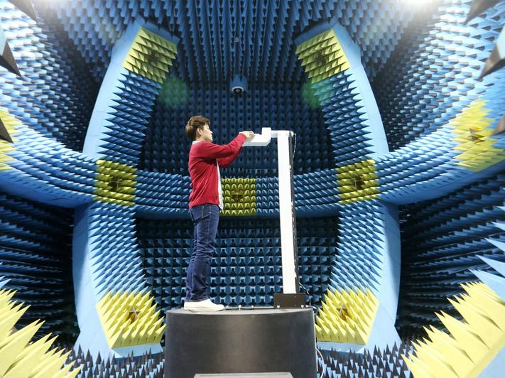 Samsung Galaxy S5, test - pokoj do badania radjacji