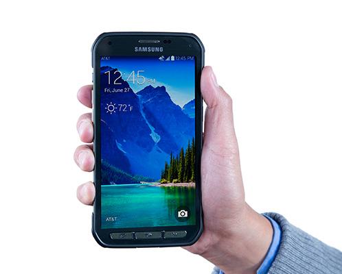 Samsung Galaxy S5 Active - w dłoni