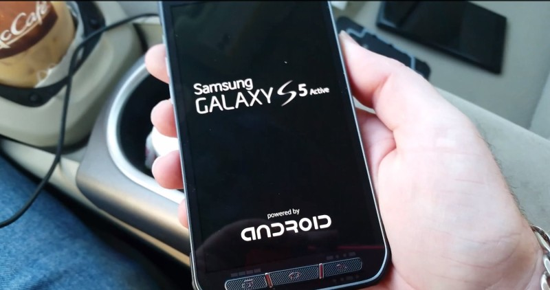 Samsung Galaxy S5 Active - zrzut z wideo