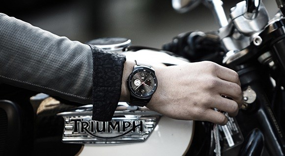 LG G Watch R - na dłoni